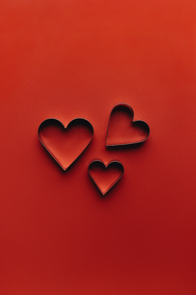 three hearts on a red background at lice clinics 805